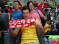 女排夺冠 赛后现场球迷疯狂庆祝