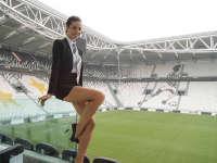 最美意甲球迷! 前尤文女主持一展美腿引人浮想连连