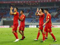 中国队遇伤病:冯潇霆发烧缺席 锋霸继续单练