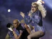 全场嗨翻!Lady Gaga大秀热舞激情演绎《telephone》