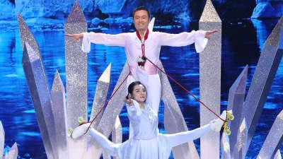 刘璇退役16年首秀极限轮滑