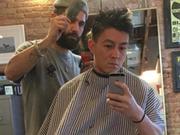陈冠希清晨做头发显憔悴 网友:冠希哥老了啊