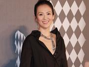 章子怡担任金像奖颁奖嘉宾 黑裙大气