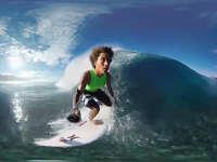 凹面镜头下的慢动作 巨浪下冲浪的快感