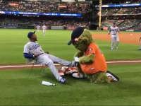 MLB吉祥物的欢乐时光