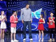 《群英会》20170830:两米三六篮球巨人来袭 两只手指轻松抓球