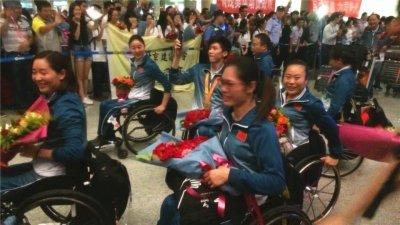 直击中国残奥代表团凯旋