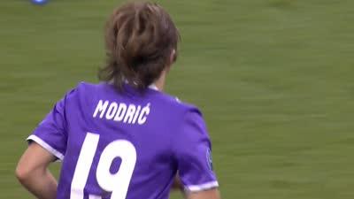 尤文球门被围攻 莫德里奇轰世界波遭布冯化解