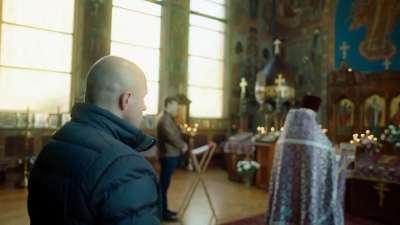 大战在即教堂祈祷 格斗沙皇心如止水