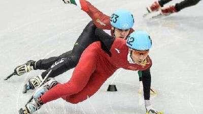 亚冬会武大靖与韩选手碰撞 被判犯规出局引争议