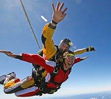 新西兰挑战蹦极跳伞