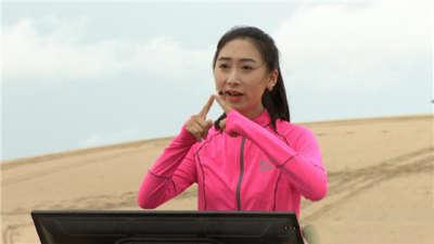 """周冠军上演沙漠生存战 """"保研女学霸""""沙漠答题"""