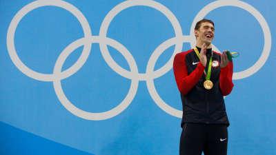 闭幕式回顾本届奥运会精华短片 白岩松吐槽无中国运动员