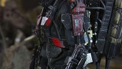 《明日边缘》精彩片段之菜鸟阿汤哥初上战线 嗜血外星人屠杀地球军