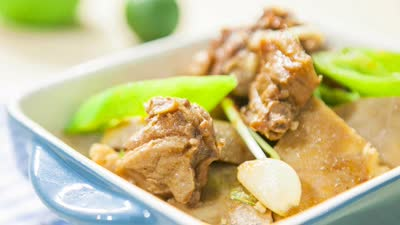 王婉中学做芋头鸭肉煲