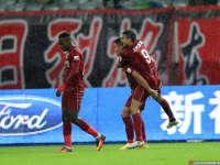 中超-埃神梅开二度西塞进莫名球 上港主场4-1鲁能