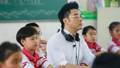 大龄儿童重回校园学习童谣