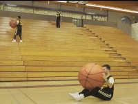 """""""克隆人""""穿梭球场 创意上演篮球奇迹"""