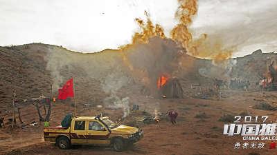 《中国推销员》定档版预告 穿越非洲战火旗开德胜
