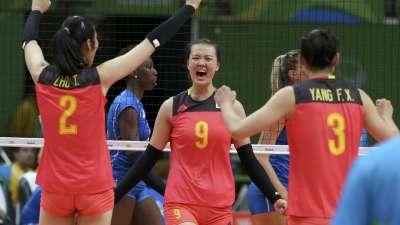 中国女排3比0战胜意大利 姑娘们全力打出好成绩