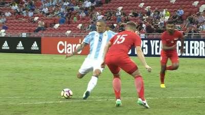 阿根廷持续强势进攻 帕雷德斯带球破门比分延至4-0