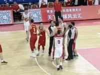 真心急了!男篮逆转比分伊朗队员气急败坏欲干架
