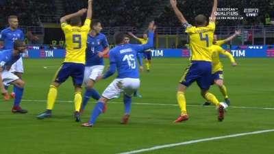 意大利本应更早出局?两次禁区内手球居然都没判