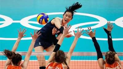 中国女排战胜荷兰队 时隔12年再进奥运会决赛