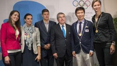 伊辛巴耶娃领衔 4名新上任奥委会委员亮相闭幕式