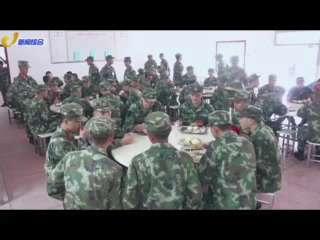 常德:新战士拎包入营 开启军营生活