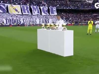 [视频]C罗伯纳乌展示五座金球 征服全世界最挑剔球迷