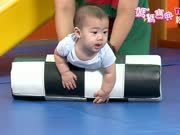 宝宝活动篇7:宝宝7-8个月活动-大龙球、仰卧起坐、人工单杠、韵律枕、多面平衡转盘