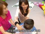 宝宝活动篇9:宝宝9-10个月活动-触觉坐垫、游戏地垫、大球及圆柱球游戏