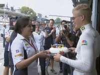 满满的爱!F1意大利站FP2 车队为埃里克森准备生日蛋糕
