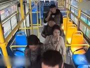 男子少投币被指责 殴打公交司机