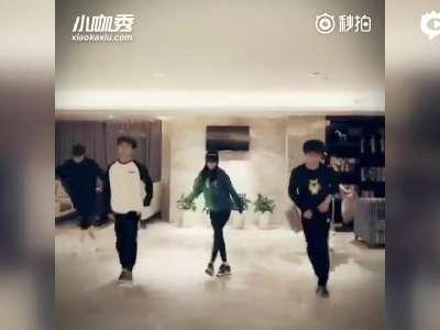 [视频]阵容太强大!李小璐TFBOYS薛之谦跳舞帅翻
