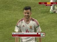 【红牌】罗斯提克侧后方双腿飞铲中国队员 被红牌直接罚下