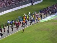 F1德国站正赛前:传统服装巡场壮观表演
