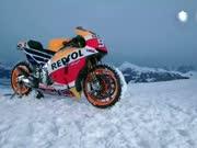 MOTO GP冠军战车攀爬滑雪赛道