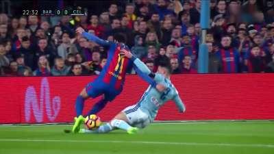 又遭误判!内马尔遭铲倒点球无误 裁判却拒绝判罚