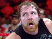 wwe美国职业摔角比赛中被一位搅局者突击打乱了