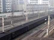 现场实拍:双机DF4B货列通过襄阳火车站