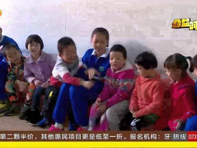 志愿者关爱聋哑儿童 送过冬物资同上康复课