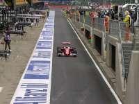 F1英国站FP1 维特尔搭载Halo系统驶上赛道