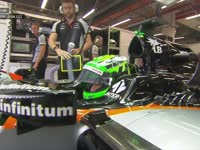 F1新加坡站FP3:霍肯伯格怒发冲冠未戴头套进赛车
