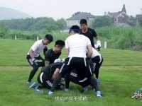 学员对抗玩拳击橄榄 血性男儿互撞出血接着干