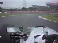 F1日本站排位赛Q1:汉密尔顿被香蕉挡道TR抱怨