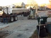 挖掘机 实拍拆路机械,厉害!