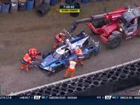 勒芒24小时耐力赛:35号车手要求吊车放下赛车