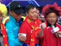 【球迷】丽江少数民族远征拓东 誓死追随为国足助威